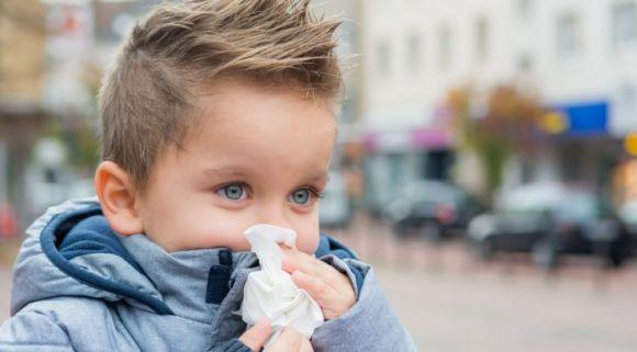 Specialistai: sergantis gripu gali užkrėsti keturis ar net daugiau aplinkinių